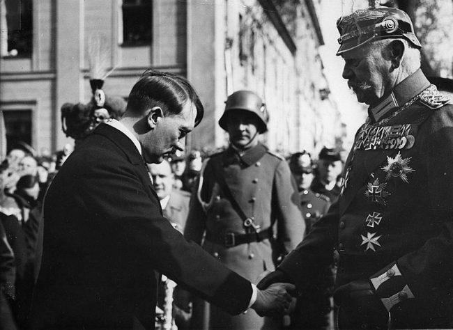 Postdam 21 marzo 1933 Hitler y Hundmburg