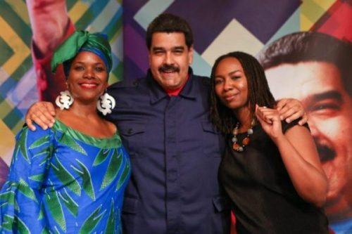 El dictador Nicolás Maduro junto a la co-fundadora de Black Lives Matter Opal Tometi